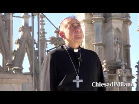 """""""O mia bela madunina"""": l'Arcivescovo Delpini sul tetto del Duomo di Milano per pregare Maria"""