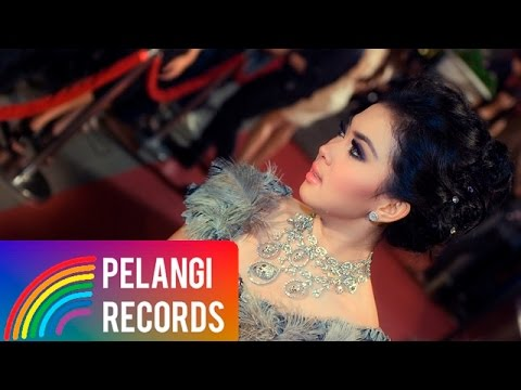 Pop - Syahrini - Aku Tak Biasa (Official Music Video) Mp3