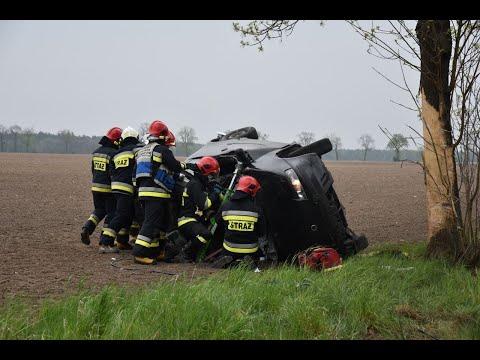 Wideo1: Dachowanie samochodu osobowego - akcja ratownicza
