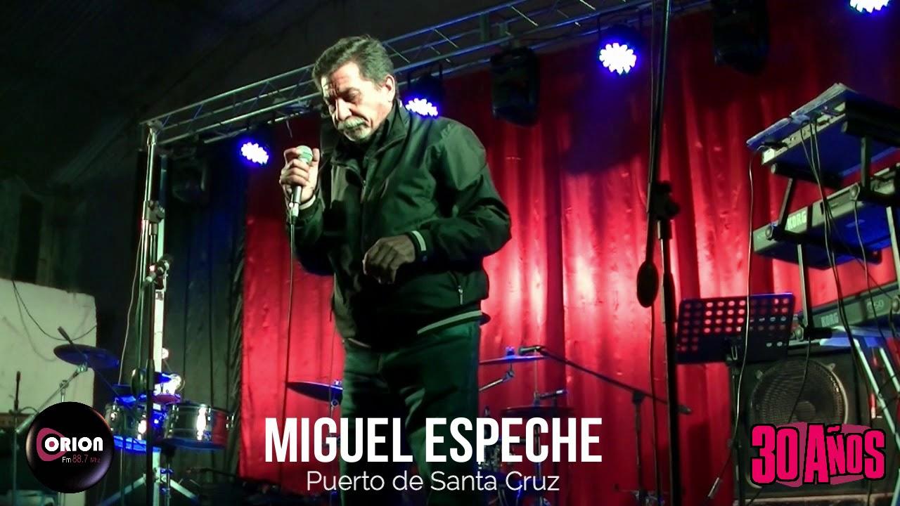 Actuación de Miguel Espeche en los 30 años de la Radio Orion FM 88.7 MHz. Cantando el tema: Puerto de Santa Cruz.