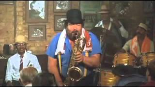 Bud Spencer hraje na saxofon