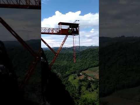 Salto Bungie Jump  Jefferson Gervasi, Parque Gasper, Bento Gonçalves RS.
