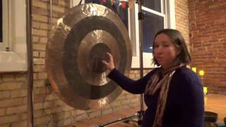 How to play the gong