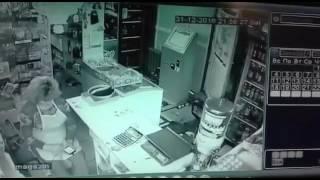 31декабря 2016г. 2ой Павлодар Сволочь грабит магазин