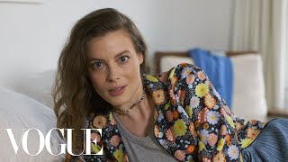 Gillian Jacobs on Getting Kicked Out of a Bar While Sober | Sad Hot Girls | Vogue - Video Youtube