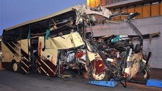 Смотреть онлайн Подборка: Опасные аварии и ДТП с автобусами