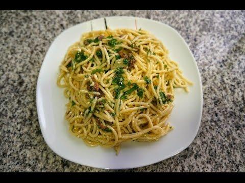 Espaguetis con anchoas   Receta de pasta fácil y deliciosa