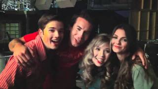 Виктория Джастис, iCarly & Victorious - Dan Schneider filming behind the Scenes & scaring the Cast (FUNNY!! :D)