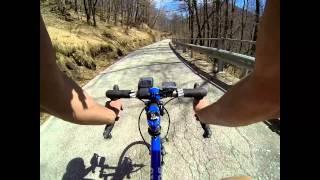 preview picture of video 'Über den Passo Pantani in rasanter Abfahrt nach Cannobio'