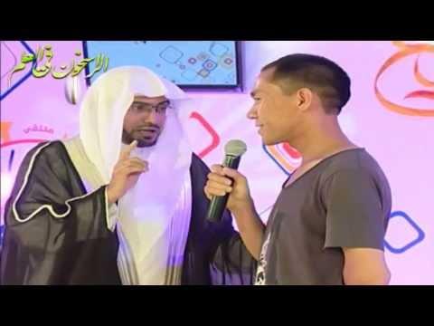 الشيخ المغامسي يلقن الشهادة لمجموعة من المسلمين الجدد