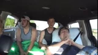 3 GROW MAN SINGING TO TAYLOR SWIFT