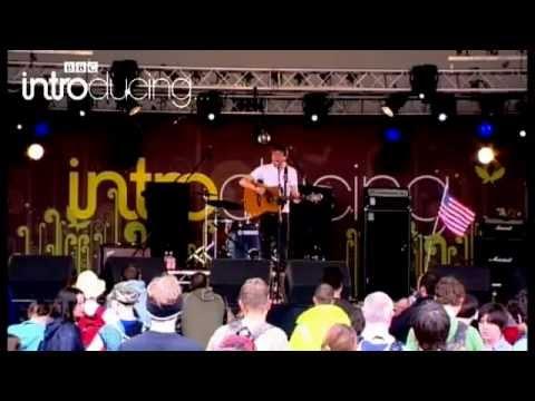 Eugene McGuinness - Monsters Under The Bed (live at Glastonbury Festival 2007)