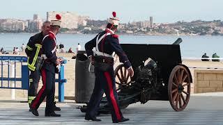Праздник в Аликанте, стрельба из пушек в честь освобождения крепости Санта Барбара