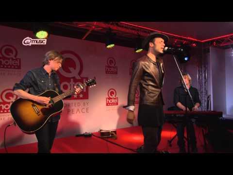 Alain Clark - 'Whatever' (live in het Q-hotel 2014)