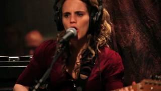 Anna Calvi - Desire (Live on KEXP)