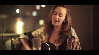 Musik-Video-Miniaturansicht zu A Million Years Songtext von Anna Känzig & Tobey Lucas