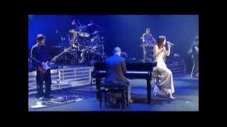 Laura Pausini - Medley: Strani Amore, Lettera... (Live in Paris 05)