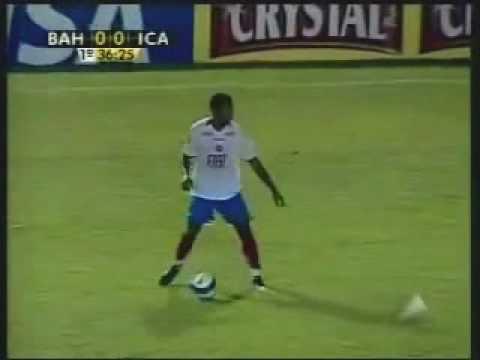 Marcone , volante do Bahia oferecido ao Corinthians