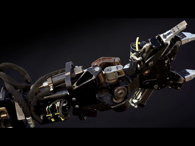 Этот робот позволит людям поднимать груз весом в полтонны