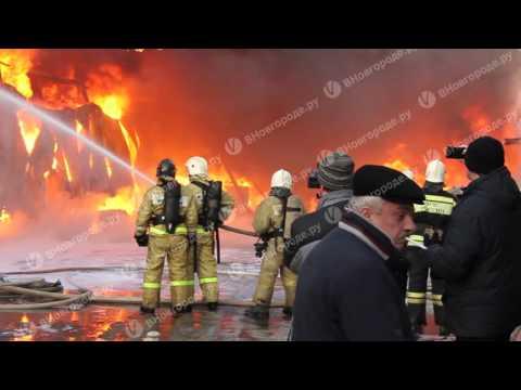 Эксклюзив «ВНовгороде.ру»: видео с места тушения пожара за ТЦ «Волна»