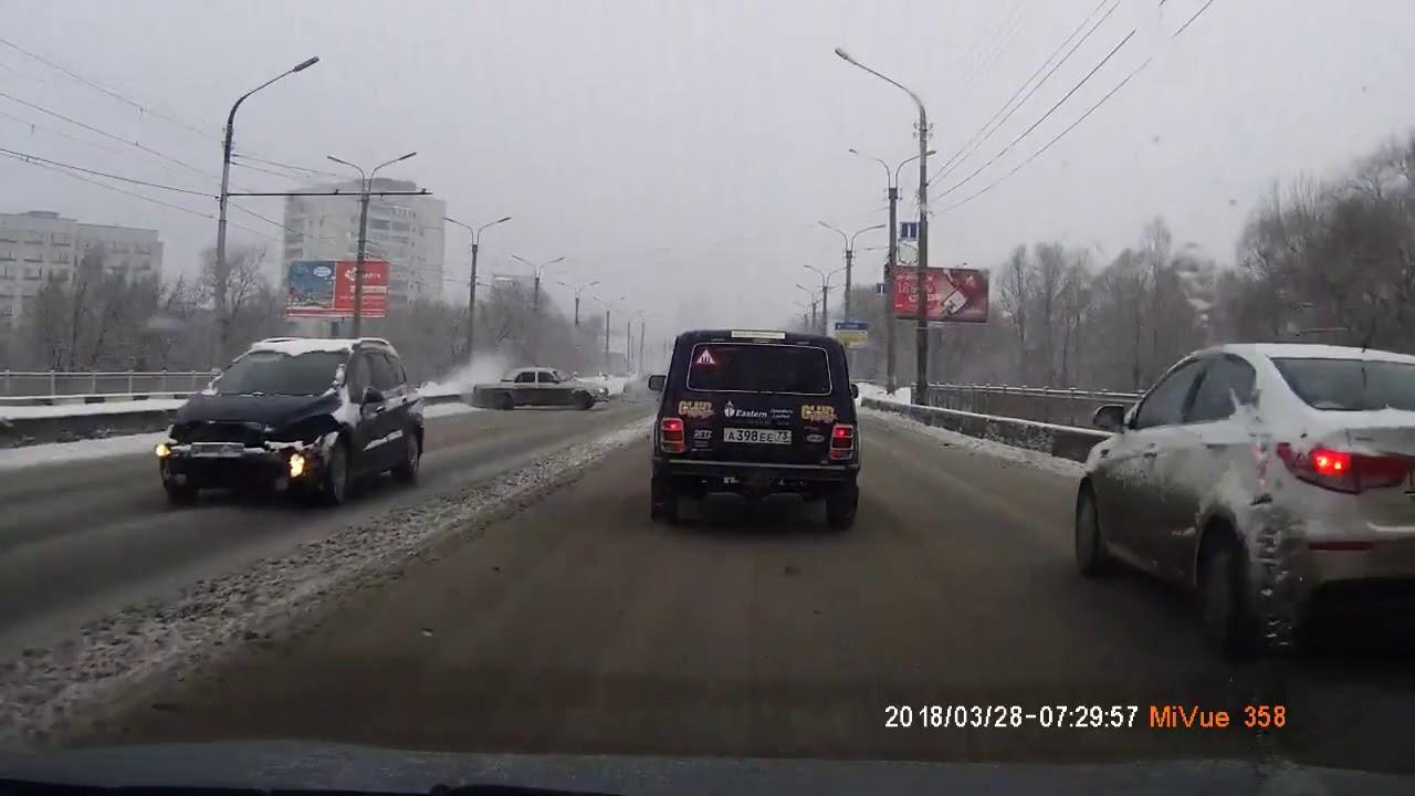 Пассажира выкинуло на дорогу во время ДТП в Ульяновске