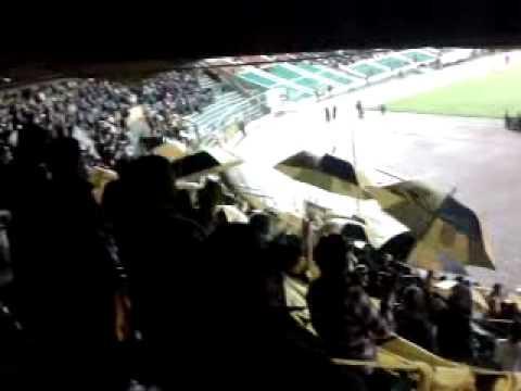 """""""Gloriosa ultra sur"""" Barra: La Gloriosa Ultra Sur 34 • Club: The Strongest"""