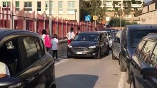 """Bari, alla Don Mario Dalesio di Carbonara l'ingresso scuola degli alunni è insicuro. I genitori: """"Urge trovare soluzione"""""""