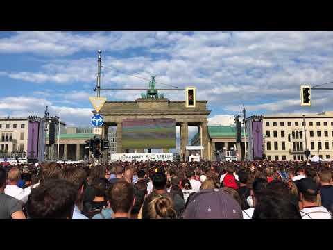 FANS ZONE BERLIN GERMANY VS KOREA GOOL KOREA ELIMANACION DE ALEMANIA MUNDIAL DE RUSIA 2018 FAN ZONE