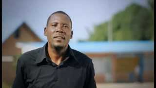 Denis Muepu  présente Berger Kandolo dans Nganga Monene