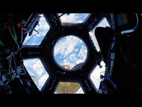 Glid runt inne i den internationella rymdstationen!