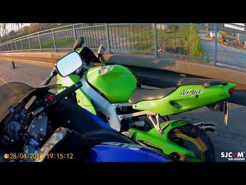 Мотоцикл Kawasaki поехал дальше сам после падения байкера