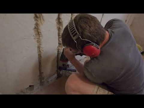 Schlitze für Elektroleitungen klopfen. Metabo UHE 2250 Multi Elektro-Schlagbohrer Hammer