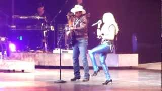 """Remind Me"" - Brad Paisley Surprises Carrie Underwood While Singing - Nashville 9/23/2012"