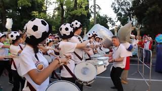 Лихие барабанщики на карнавале в Сочи
