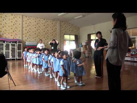 芽生え幼稚園 リトミック教室 ばら組 ごあいさつのうた「こんにちはでポン」