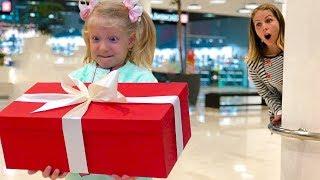 МИЛАНА Открыла ЧУЖОЙ ПОДАРОК На День Рождения! Что Теперь Будет? Скетчи от Family Box