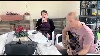 """שירים מהבית לימי קורונה: """"חמניות""""בביצוע דפנה תמיר ואריאל עציוני(1 סרטונים)"""