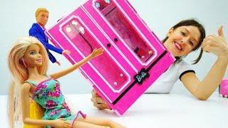 Мебель для Барби! Видео для девочек - Мамы и дочки