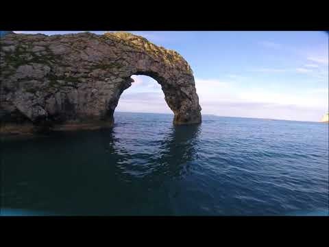 durdle-door--vs-fpv-racing-drone---dorset