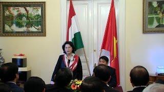 Chủ tịch Quốc hội Nguyễn Thị Kim Ngân gặp gỡ cán bộ Đại sứ quán và cộng đồng người VN tại Hungary