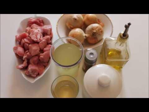 Spezzatino di vitello e cipolle in pentola a pressione
