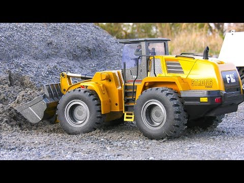 7.000 DOLLAR vs 450 DOLLAR!! RC WHEEL LOADER comparison! Huina FM1583 full metal vs hydraulic