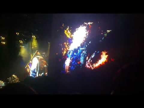 Foo Fighters feat. Alison Mosshart of The Kills - La Dee Da (Cal Jam 17)