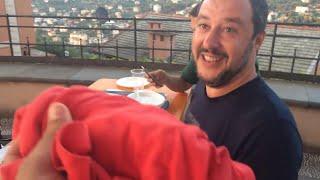 """Immigrati, Salvini rifiuta la maglietta: """"Di rosso ho solo il vino"""""""