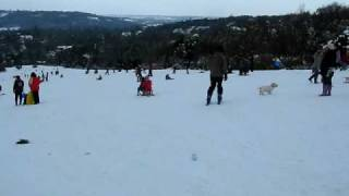 preview picture of video 'Skiing, Box Hill, Dorking, England - 3rd February 2009'