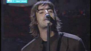 Heres Champagne Supernova performed live at the 1996 MTV Video Music Awards