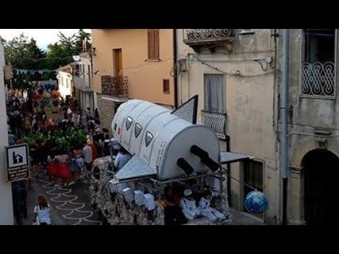 Preview video Video Carnevale Estivo 2019 con sfilata maschere e carri Laurenzana 17 agosto 2019