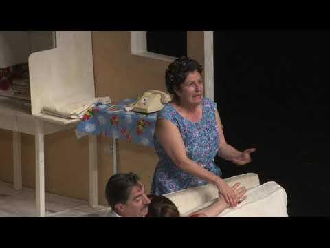 A travers cette tragi-comédie de quartier, Simon Abkarian célèbre ses racines méditerranéennes et...