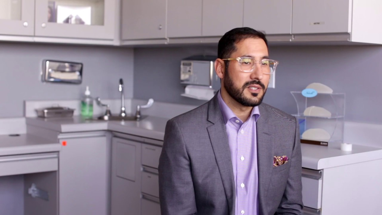 Video Thumbnail of Dr. Macias Talking about Labiaplasty