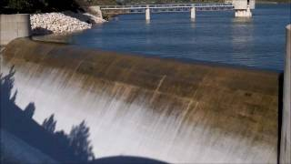 preview picture of video 'Asprokremmos Dam, Paphos, Cyprus.  Overflowing!'
